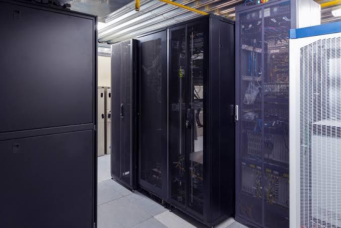 Отличия между серверными и телекоммуникационными шкафами